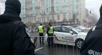 Неправильно надел маску: в Киеве мужчину, который зашел в кафе с детьми, ударили ножом в грудь