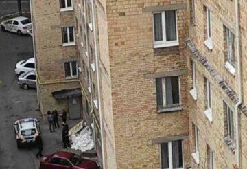 У Харкові з вікна викинувся чоловік, моторошне фото: названа попередня причина