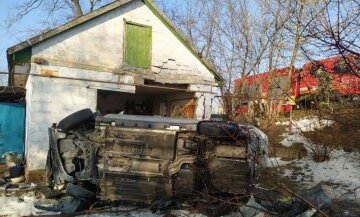 ДТП, авто влетіло в будівлю, фото: скріншот You Tube