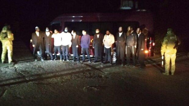 """""""Танці на кордоні"""": хасиди влаштували справжній концерт перед прикордонниками на Одещині, відео"""