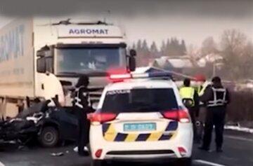 """""""Осталось месиво из машин"""": трагическая авария унесла жизни украинцев, тела вырезали из салона"""