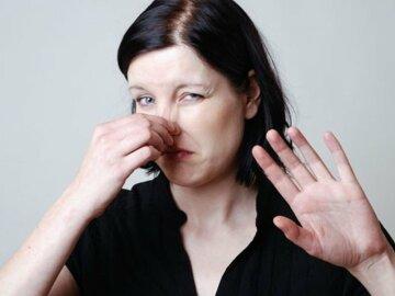 девушка неприятный запах пота