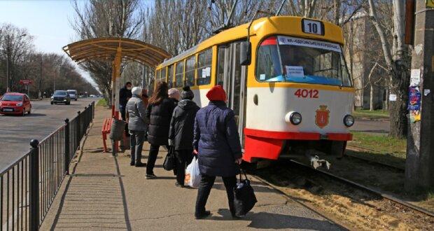 Режим НС в Одесі: що відбувається у громадському транспорті і кого пускають, фото