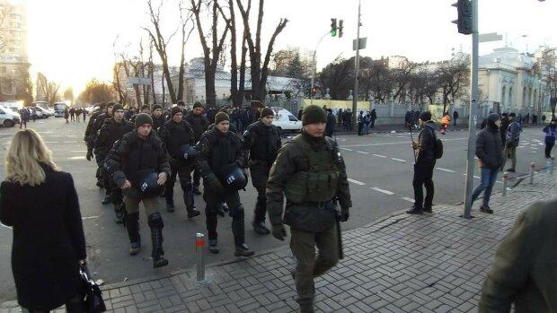 """""""Терпение лопнуло"""": В центре Киева люди в отчаянии бросаются под авто, подробности ЧП"""