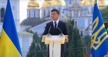 """Зеленского жестко раскритиковали за День независимости: """"Опустил страну ниже, чем Янукович"""""""
