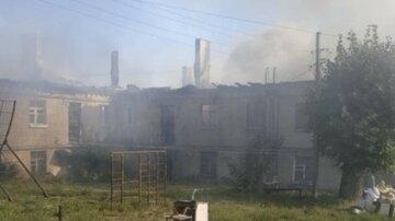 Масштабна пожежа розгорілася під Харковом, у вогні 570 кв. м: почалася евакуація
