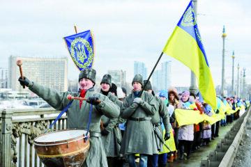 праздновать День соборности Украины