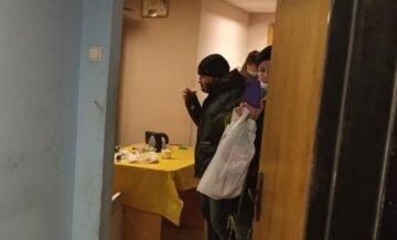 """На киевском вокзале после громкого скандала открыли пункт обогрева для бездомных: """"Выгоняли на лютый мороз"""""""