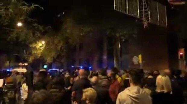 РФ пообещала ввести многотысячное войско в Испанию, возмущенные люди вышли на улицы: кадры происходящего