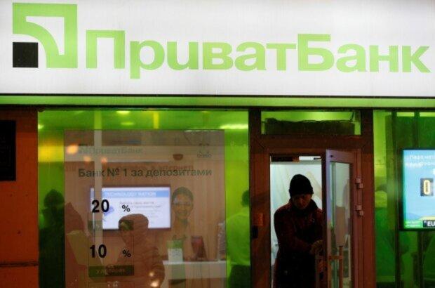 """В ПриватБанке начали блокировку всех счетов, денег не снять: """"клиент должен..."""""""