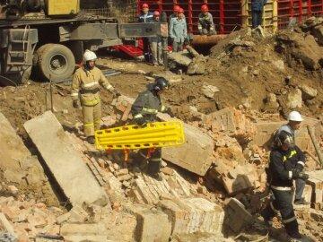 Катастрофа в Росії: стіна впала і поховала заживо десятки людей, фото трагедії