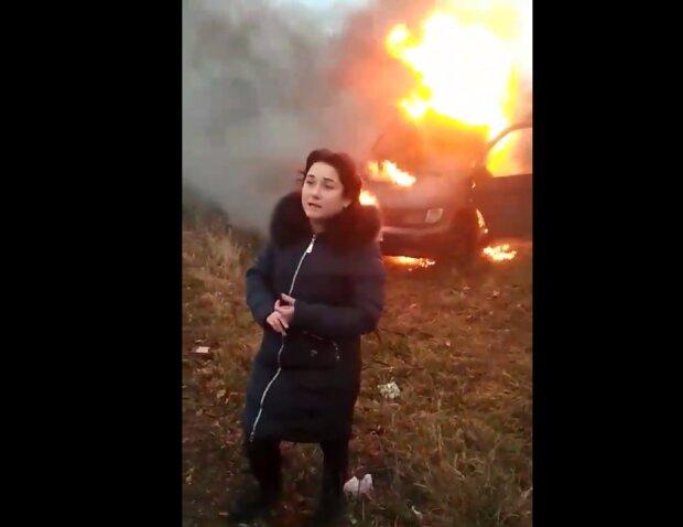 """Разъяренная мать сожгла """"евробляху"""" в отместку Зеленскому, гремит скандал: """"Нас много"""""""