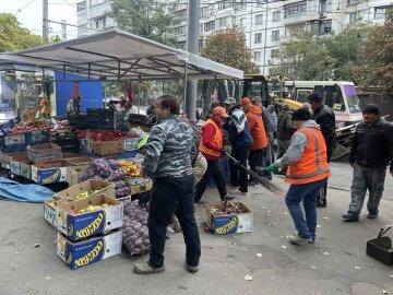"""В Одессе сносят рынок уличных торговцев: кадры новой """"зачистки"""""""