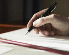 подпись рука пишет документ