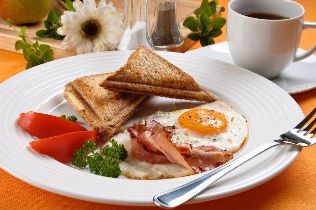 завтрак, яичница