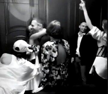"""Щасливий Макс Барських, який обіймає наречену, приголомшив кадрами з весілля: """"Яка ж Рита красуня"""""""