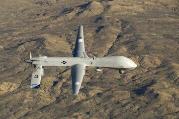 MQ-1 Predator: беспилотный летательный аппарат летит рядом с аэропортом в Южной Калифорнии