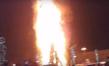 """Пожежа головної ялинки сполошила Одещину, кадри: """"Зазвичай радіють, а не підпалюють"""""""