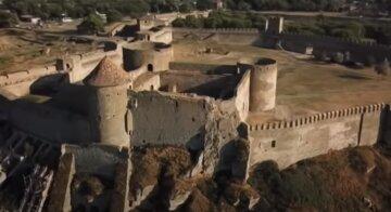 Башня Аккерманской крепости на Одесчине под угрозой обрушения: кадры с места