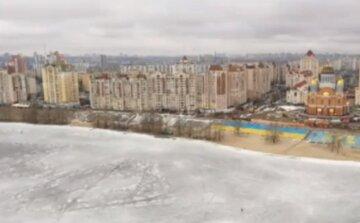 Більше 50 киян вийшли на лід піддали своє життя небезпеці: рятувальники розводять руками, відео