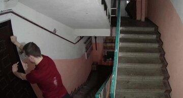 Обезумевший одессит с утюгом набросился на соседа, фото: известно, чем всё закончилось