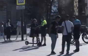"""""""Давно пора"""": в Харкові поліцейські взялися за самокатчиків, відео"""