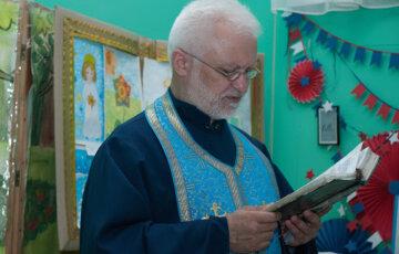 """""""Ножом в висок"""": с украинским священником расправились посреди улицы, что известно о его состоянии"""