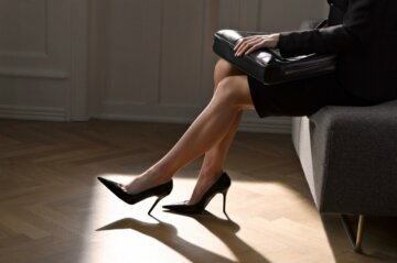Женские ноги в туфлях чиновница