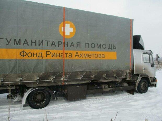 Комбат Донбасса показал содержимое гумконвоя Ахметова (фото)