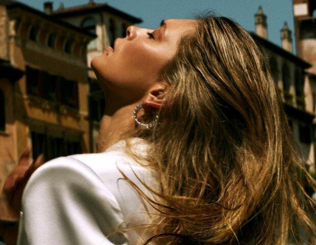 Романтична Брежнєва покрасувалася в образі з пікантною родзинкою: «Яка солодка!»