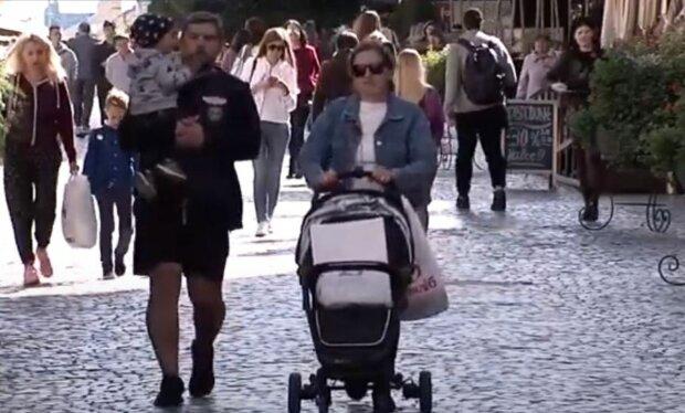 українці, літо, осінь, весна, вулиця, зарплати, прожитковий мінімум, сім'я, дитина, коляска