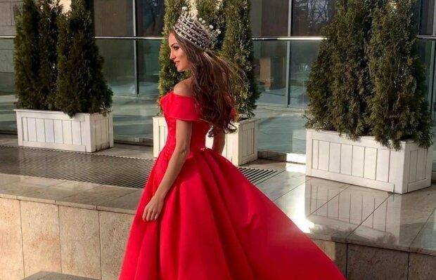 """Скандальна Міс Україна розкрила шкірянку і показала, за що їй дали титул: """"Королева"""""""