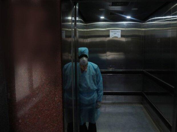 Правила поїздок в ліфті кардинально змінилися для українців: що тепер неможна робити