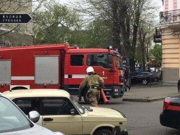 Райвідділ поліції загорівся в центрі Одеси: перші деталі і кадри з місця НП