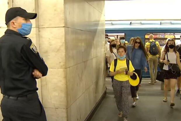 """Полиция возьмется за пассажиров харьковского метро: """"Направим подкрепление"""""""