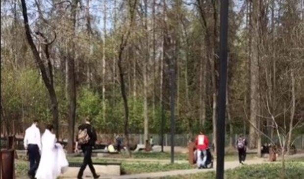 """""""Давайте и роды запретим"""": харьковчан обескуражила свадьба в разгар карантина, фото"""