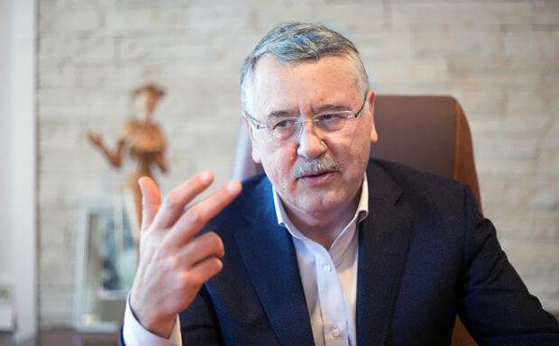 Гриценко откровенно рассказал, кем ему приходится Разумков: «Говорят, что он мой сын, но…»