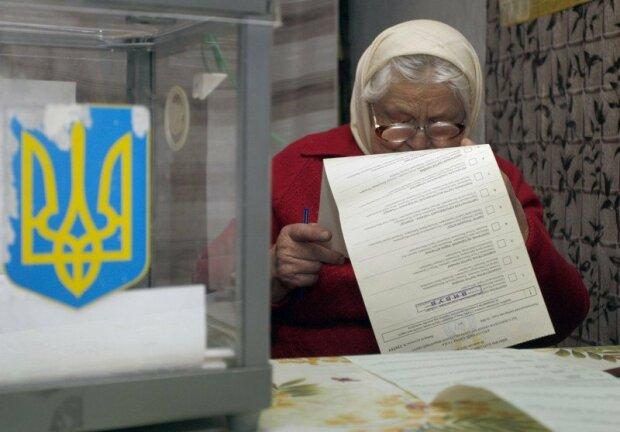 Выборы уже на носу, политики пустились во все тяжкие и завалили украинцев пиаром: «Нам скармливают полное д*рьмо»