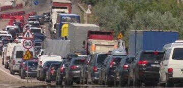 """""""Туристы покидают дома и спешат в Одессу: в сети показали, что творится на въезде в город, видео"""