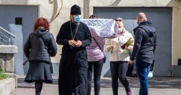 """""""Утаивают и искажают"""":  медики забили тревогу из-за священников на Одесчине"""