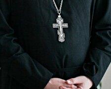 священник, крест