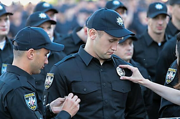 Полицейские разгневали украинцев: «только форма новая, веры им нет»