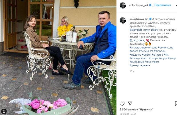 """Волочкова показала свою """"тигрицу"""" рядом с молодым адвокатом: """"Отмечаем у меня дома..."""""""