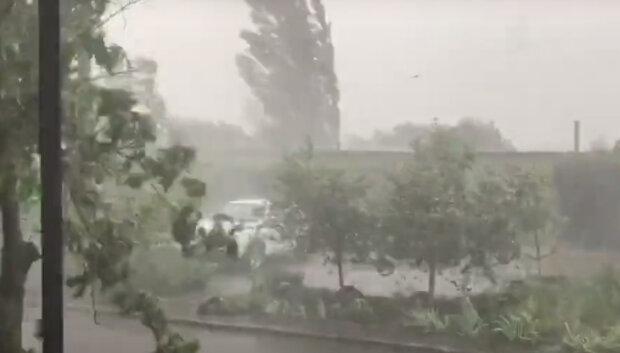 Жахлива стихія обрушилася на Донбас, люди залишилися без даху над головою: кадри руйнувань