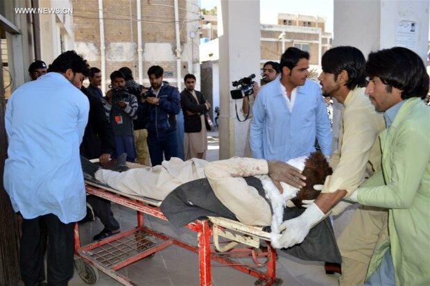 """""""Талибан"""" взял ответственность за нападение на университет в Пакистане"""