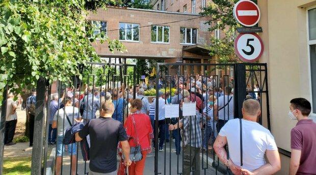 """""""Нью-Санжари"""": в Харкові збунтувалися через заражених вірусом, кадри"""