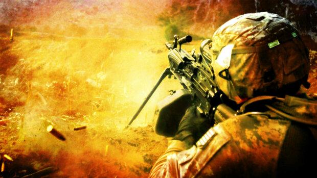 солдат стреляет из пулемёта. война. сон про путешествия во времени и неожиданные встречи