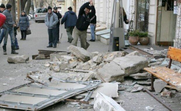 """""""Шагайте осторожно"""": новая опасность подстерегает одесситов в центре города, кадры"""