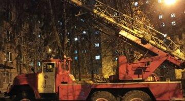 В Харькове заполыхало общежитие со студентами, жители оказались в западне: эвакуировали 100 человек