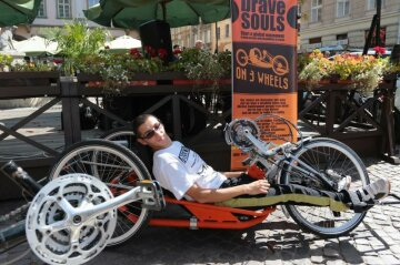 Украинец с ДЦП покорил Европу на велосипеде (видео)